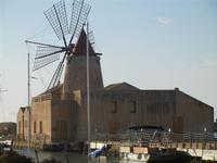 Mulino a vento - Imbarcadero per l'Isola di Mozia - 19 febbraio 2012  - Marsala (881 clic)