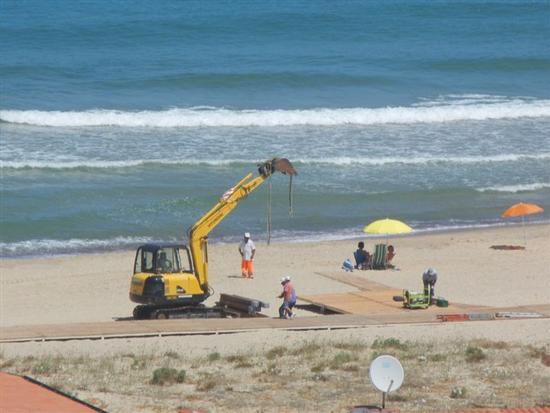 Zona Plaja - lavori in corso per la passerella sulla spiaggia - ALCAMO MARINA - inserita il 03-Jun-15