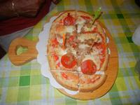 Bruschetta Stammi Lontano - con passata di pomodoro, mozzarella, tonno e salamino piccante - La Piazzetta - 16 agosto 2012  - Balestrate (557 clic)