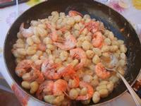 gnocchi di patate con crema di gamberi e gamberi - 27 aprile 2012  - Alcamo marina (1032 clic)