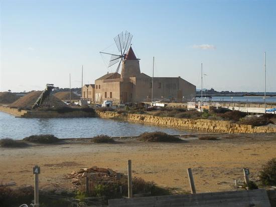 Mulino a vento - Imbarcadero per l'Isola di Mozia - MARSALA - inserita il 14-Apr-14