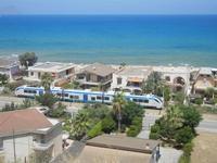 Zona Plaja - passa il treno - 30 luglio 2012  - Alcamo marina (300 clic)