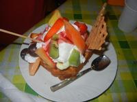 Waffel Tropical - con gelato fragola, ananas, banana, panna, frutta, variegato fragola - La Piazzetta - 16 agosto 2012  - Balestrate (514 clic)