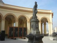 Fontana di Venere Anadiomene in Piazza Mercato del Pesce ed Autoritratto di Jimenez Deredia - 13 maggio 2012  - Trapani (2798 clic)