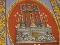 Tappeto Artistico in segatura colorata, sale e sabbia bianca 4,2 m X 6,20 m - Chiesa SS. Trinità - 22 aprile 2012  - Calatafimi segesta (443 clic)