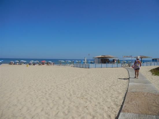 Zona Aleccia - spiaggia, ombrelloni e lido - Alcamo Marina - inserita il 27-Apr-15