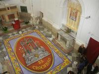 Tappeto Artistico in segatura colorata, sale e sabbia bianca 4,2 m X 6,20 m - Chiesa SS. Trinità - 22 aprile 2012  - Calatafimi segesta (415 clic)