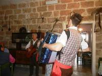 SIKANIA - Compagnia di canto e musica popolare - Giuseppina Priolo (tamburello e voce solista), Santo Arceri (chitarra percussioni e voce) e  Michele Ditta (fisarmonica) - Bosco di Scorace - Il Contadino - 13 maggio 2012  - Buseto palizzolo (360 clic)