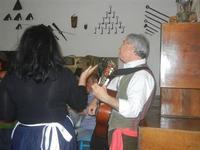SIKANIA - Compagnia di canto e musica popolare - Giuseppina Priolo (tamburello e voce solista) e San