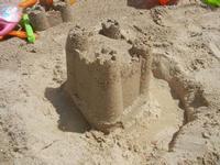 Zona Battigia - castelli di sabbia - 10 giugno 2012  - Alcamo marina (274 clic)