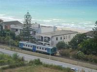 Zona Plaja - passa il treno - 24 luglio 2012  - Alcamo marina (376 clic)