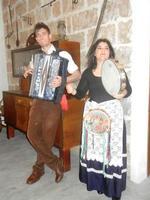 SIKANIA - Compagnia di canto e musica popolare - Giuseppina Priolo (tamburello e voce solista) e  Michele Ditta (fisarmonica) - Bosco di Scorace - Il Contadino - 13 maggio 2012  - Buseto palizzolo (326 clic)