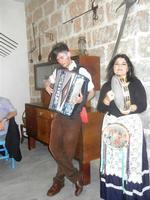 SIKANIA - Compagnia di canto e musica popolare - Giuseppina Priolo (tamburello e voce solista) e  Michele Ditta (fisarmonica) - Bosco di Scorace - Il Contadino - 13 maggio 2012  - Buseto palizzolo (1043 clic)