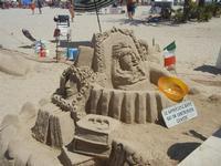 castelli di sabbia - sculture sulla sabbia di Iannini Antonio, scultore napoletano sanvitese - 18 agosto 2012  - San vito lo capo (214 clic)