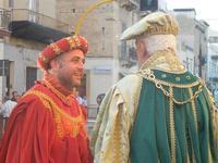 Corteo Rievocazione Storica dell'investitura a 1° Principe della Città di Carlo d'Aragona e Tagliavia - 26 maggio 2012  - Castelvetrano (271 clic)