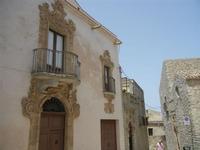 balconi in Piazza San Domenico - 5 agosto 2012  - Erice (290 clic)