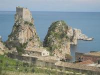 torre di avvistamento, faraglioni e tonnara - 12 febbraio 2012  - Scopello (674 clic)