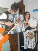SIKANIA - Compagnia di canto e musica popolare - Giuseppina Priolo (tamburello e voce solista) e  Michele Ditta (fisarmonica) - Bosco di Scorace - Il Contadino - 13 maggio 2012  - Buseto palizzolo (304 clic)