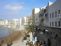 Porta delle Botteghelle - case sul lungomare - 13 maggio 2012  - Trapani (427 clic)