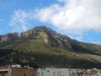 una spruzzata di neve sul Monte Inici - 14 febbraio 2012  - Castellammare del golfo (891 clic)