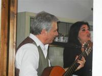 SIKANIA - Compagnia di canto e musica popolare - Giuseppina Priolo (tamburello e voce solista) e Santo Arceri (chitarra percussioni e voce) - Bosco di Scorace - Il Contadino - 13 maggio 2012  - Buseto palizzolo (285 clic)