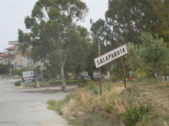 ingresso in città - SALAPARUTA - inserita il 19-Jan-15