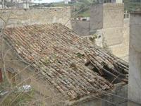 quel che resta di un tetto - 22 aprile 2012  - Calatafimi segesta (386 clic)