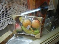 frutta martorana in vetrina - 25 aprile 2012  - Erice (866 clic)