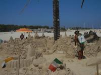 castelli di sabbia - sculture sulla sabbia di Iannini Antonio, scultore napoletano sanvitese - 18 agosto 2012  - San vito lo capo (308 clic)
