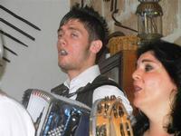 SIKANIA - Compagnia di canto e musica popolare - Giuseppina Priolo (tamburello e voce solista) e  Michele Ditta (fisarmonica) - Bosco di Scorace - Il Contadino - 13 maggio 2012  - Buseto palizzolo (350 clic)