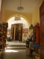 cortile bottega ceramiche e bigiotteria - 5 agosto 2012  - Erice (344 clic)