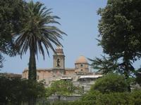 dal giardino del Balio la cupola ed il campanile della chiesa di San Giuliano - 5 agosto 2012  - Erice (401 clic)