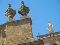 Basilica Santa Maria Assunta - particolari architettonici e Madonnina - 15 agosto 2012  - Alcamo (303 clic)