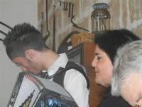 SIKANIA - Compagnia di canto e musica popolare - Giuseppina Priolo (tamburello e voce solista), Santo Arceri (chitarra percussioni e voce) e  Michele Ditta (fisarmonica) - Bosco di Scorace - Il Contadino - 13 maggio 2012  - Buseto palizzolo (729 clic)