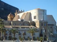Piazza Petrolo esterno posteriore della Chiesa Madre dedicata alla Vergine SS. del Soccorso - 13 gennaio 2012  - Castellammare del golfo (641 clic)