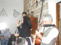 SIKANIA - Compagnia di canto e musica popolare - Giuseppina Priolo (tamburello e voce solista), Santo Arceri (chitarra percussioni e voce) e  Michele Ditta (fisarmonica) - Bosco di Scorace - Il Contadino - 13 maggio 2012  - Buseto palizzolo (712 clic)