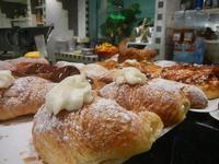 cornetti e paste - Enny - 13 settembre 2012  - Alcamo (460 clic)