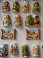 souvenir: mini tegole decorate e ceramiche - 25 aprile 2012  - Erice (620 clic)
