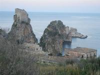 torre di avvistamento, faraglioni e tonnara - 31 marzo 2012  - Scopello (687 clic)