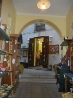 cortile bottega ceramiche e bigiotteria - 25 aprile 2012  - Erice (458 clic)