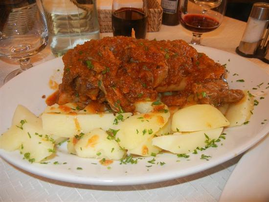 stinco di maiale in umido con patate bollite - BUSETO PALIZZOLO - inserita il 04-Apr-14