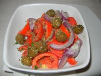 insalata rustica - pomodori, cipolla, olive ed origano - Busith - 15 agosto 2012  - Buseto palizzolo (531 clic)