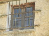SIRIGNANO - Agriturismo - finestrella con grata di ferro - 1 maggio 2012  - Monreale (1056 clic)