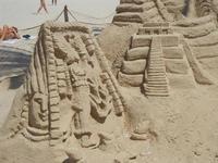 castelli di sabbia - sculture sulla sabbia di Iannini Antonio, scultore napoletano sanvitese - 18 agosto 2012  - San vito lo capo (934 clic)