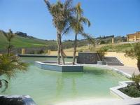 piscina nel verde - Baglio Arcudaci - 1 aprile 2012  - Bruca (461 clic)