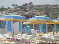 Zona Aleccia - ombrelloni e case - 12 luglio 2012  - Alcamo marina (343 clic)