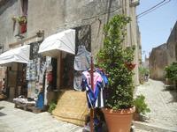 bottega di souvenir - 5 agosto 2012  - Erice (312 clic)