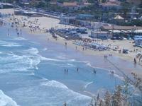 mare molto mosso e Spiaggia Plaja - panorama dalla periferia ovest della città - 27 agosto 2012  - Castellammare del golfo (305 clic)