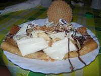 Crepès Esotica - nutella, banane a pezzetti, scaglie di cioccolata bianca - La Piazzetta - 3 agosto 2012  - Balestrate (650 clic)