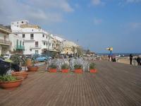 struttura in legno sulla spiaggia - 25 marzo 2012  - Marinella di selinunte (1147 clic)